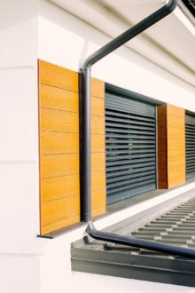 Movable louvers roller shutters