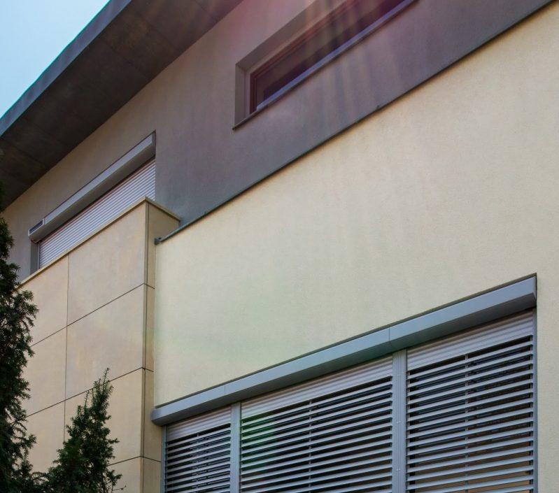 rolety zewnętrzne, rolety solarne, rolety z funkcją żaluzji, rolety fasadowe, rolety antywłamaniowe, żaluzja zewnętrzna, żaluzje fasadowe